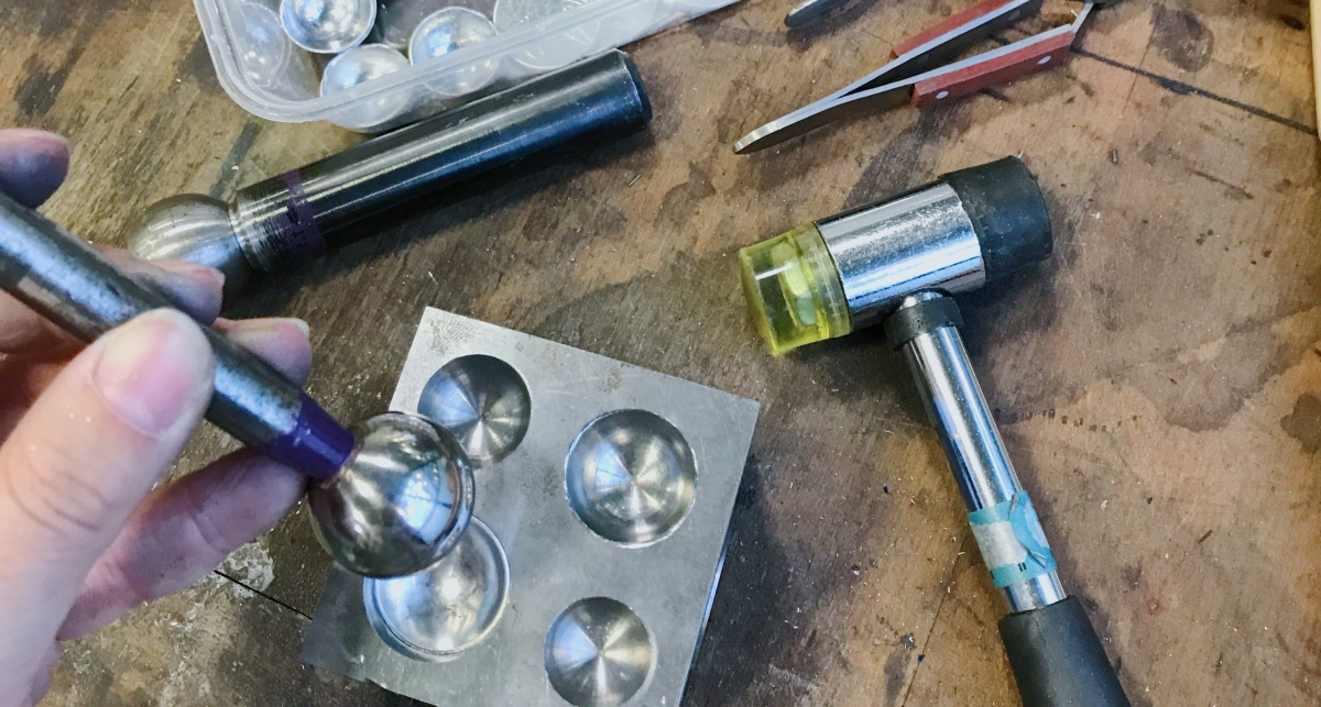 Samples making: Using Jossi Press and Dooming Block to shape the aluminumpieces